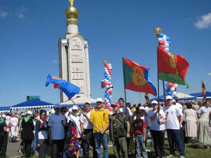 Фото у звонницы на Прохоровском поле
