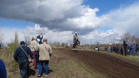 В соревнованиях по мотокроссу в Липецке приняли участие спортсмены из 8 регионов
